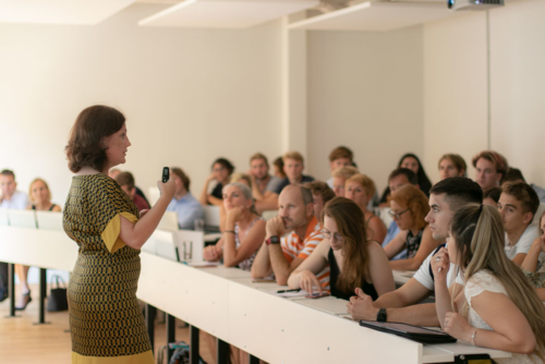 Prof. Dr. Simona Muresan giving a presentation during UMCH's Open Campus Day