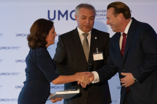 Handshake during the opening ceremony of UMCH in Hamburg