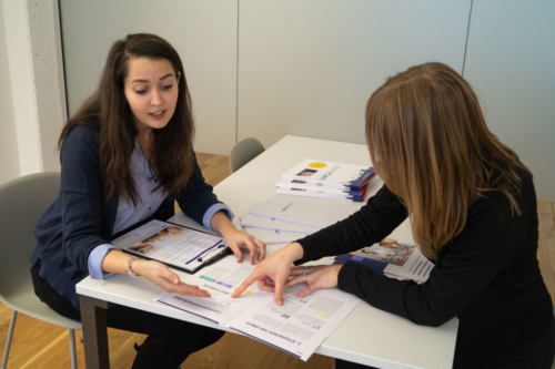 Student advisor explains the study program at UMCH to a potential student