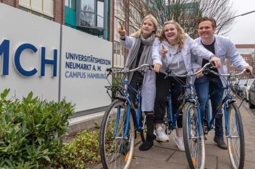 UMCH students on free UMCH / UMFST rental bikes